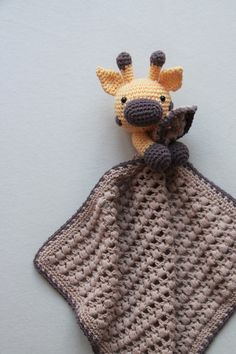 Her finder du opskriften på Nussegiraffen Gilbert.Ørerne, hornene og snuden er lavet af dygtige Heidi Cilia Søborgog jeg har heldigvis fået lov at
