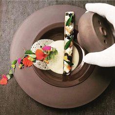 Scottish razor clams, green curry, yuzu gel, caviar, and lobster by @chefgunterpaffendorf #TheArtOfPlating