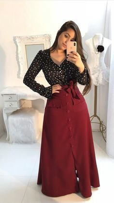Long skirt with pockets and buttons wine - na altura da elegância. Muslim Fashion, Modest Fashion, Hijab Fashion, Fashion Outfits, Modest Dresses, Modest Outfits, Classy Outfits, Maxi Skirt Outfits, Dress Skirt