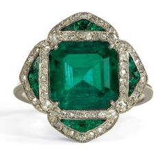 Antique Emerald Ring. Art Deco Emerald ring with a fine central emerald