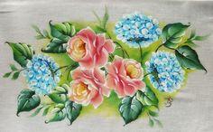 Rosas e hortênsias, risco para pintura em tecido. Lindo....