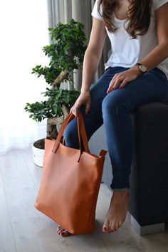 Shipping: • Europe 2-7 days • Other countries 7-14 days  Elegant and simple tote…