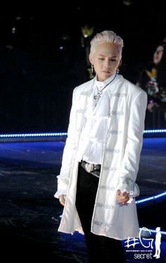G-Dragon (지드래곤) of Big Bang (빅뱅) love his style. It's so weird that it works.
