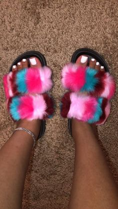 Sock Shoes, Shoe Boots, Shoes Heels, Ugg Boots, Sneakers Fashion, Fashion Shoes, Fashion Slippers, Fluffy Shoes, Cute Slippers
