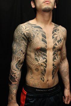 gamblersandgallantry:    Horibun @ Artical Tattoo in Osaka, Japan