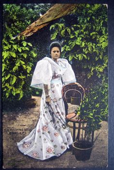 lady in traditional filipina clothes Old Photos, Vintage Photos, Filipiniana Dress, Filipino Fashion, Filipino Culture, Philippines Culture, Historical Pictures, Women In History, Pinoy