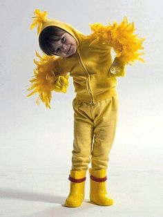 DIY Duck Costume - with orange leggings, duck feet and bill, possibly a little fluff around the waist. Duck Halloween Costume, Duck Costumes, Costumes For Work, Chicken Costumes, Diy Halloween Costumes For Kids, Bird Costume, Creative Halloween Costumes, Halloween Outfits, Toddler Duck Costume