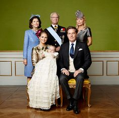 After a beautiful ceremony on Sunday, the Swedish royal family have released the first official pictures from Prince Nicolas' christening.