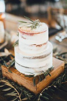 semi-naked cake with greenery: photo by rachel marie photographie
