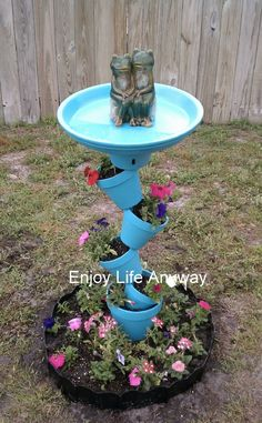 Enjoy Life Anyway: DIY Bird Bath Topsy Turvy Bird Bath planter - how cool! (Minus the ugly frogs) Bird Bath Planter, Diy Bird Bath, Planters, Homemade Bird Baths, Homemade Bird Feeders, Bird Bath Garden, Planter Ideas, Garden Cottage, Garden Crafts