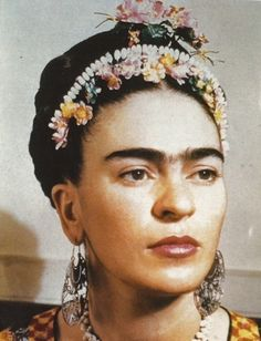 """Frida Kahlo de Rivera - born Magdalena Carmen Frieda Kahlo y Calderón Mexican painter, best known for her self-portraits. Kahlo suggested, """"I paint myself because I am so often alone and because I am the subject I know best. Diego Rivera, Frida E Diego, San Diego, Natalie Clifford Barney, 3 4 Face, Mexican Artists, Photocollage, Art Graphique, Belle Photo"""