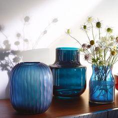Blått är flott! Nya fina vaser, pris från 249kr. Finns både i Skrapan & Täby C. #habitatsverige #nyhetpåhabitat