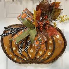 Make Your Own Wreath, How To Make Wreaths, Diy Fall Wreath, Summer Wreath, Pumpkin Door Hanger, Halloween Deco Mesh, Sunflower Wreaths, Wreath Forms, Deco Mesh Wreaths