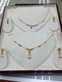 Everyday sets in gold Gold Mangalsutra Designs, Gold Earrings Designs, Gold Jewellery Design, Necklace Designs, Gold Necklace Simple, Gold Jewelry Simple, Necklace Set, Bridal Jewelry, Fashion Jewelry