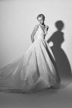 The newest Carolina Herrera wedding dresses have arrived! See what the latest Carolina Herrera bridal collection has to offer wedding dress shoppers. Simple Elegant Wedding Dress, Elegant Ball Gowns, Mermaid Dresses, Flower Dresses, Wedding Dresses 2018, Bridal Dresses, Gown Wedding, Bridal Collection, Dress Collection