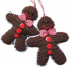 Crochet a X-mas Gingerbread man ornament. With link to free pattern, not in english. By Handwerkjuffie. Crochet Christmas Ornaments, Christmas Crochet Patterns, Holiday Crochet, Crochet Crafts, Yarn Crafts, Crochet Projects, Christmas Love, Christmas Items, Crochet Motif