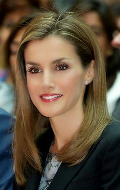 Queen Letizia of Spain attends the Presentation of the guide 'Beware, heart' at Real Casa de Correos on October 2014 in Madrid