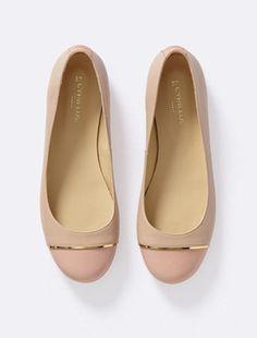 Die zweifarbigen Ballerinas mit goldfarbigen Details sorgen für einen elegante und femininen Stil. Komfort pur!DetailsRunde Spitze. Absatz: ca. 0,5cm.MaterialObermaterial: Vachette-Leder. Brandsohle und Futter, Leder. Synthetik-Laufsohle. Italienische Herkunft..Hinweis: Wählen Sie Ihre normale Schuhgröße.;