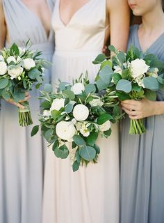 Are you thinking about having your wedding by the beach? Are you wondering the best beach wedding flowers to celebrate your union? Here are some of the best ideas for beach wedding flowers you should consider. Wedding Flower Guide, Beach Wedding Flowers, Floral Wedding, Wedding Colors, Seaside Wedding, Beach Weddings, White Weddings, Bridesmaid Bouquet White, White Wedding Bouquets