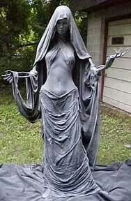 Statue for the halloween decorations of the outdoor garden - Diyeasygardens.club - Statue for the Halloween decorations of the garden outdoor - Halloween Prop, Halloween Graveyard, Easy Halloween Decorations, Outdoor Halloween, Halloween Projects, Diy Party Decorations, Halloween Party Decor, Vintage Halloween, Halloween Costumes