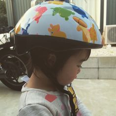 Instagram media chiy97 - かんね頭大きいなーって思ってたけどヘルメットかぶると小さく見える。 #不思議 #2歳 #ロディ