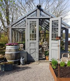 Every thought about how to house those extra items and de-clutter the garden? Building a shed is a popular solution for creating storage space outside the house. Whether you are thinking about having a go and building a shed yourself Backyard Greenhouse, Small Greenhouse, Greenhouse Wedding, Greenhouse Plans, Homemade Greenhouse, Portable Greenhouse, Greenhouse Growing, Shed Plans, Barn Plans