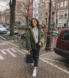 "67.9 mil Me gusta, 517 comentarios - isabella fiori (@isabella_fiori) en Instagram: ""Good morning huns! What are some must do things while we are in Amsterdam?! So excited to explore…"""