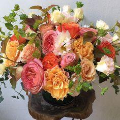 "463 Likes, 14 Comments - The Petal Workshop (@thepetalworkshop) on Instagram: ""The Ruffle Shuffle🌞👌🏻. #happyflorist #flowers #rosegold #thepetalworkshop #YourDayJustGotGreat"""