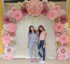Learn how to make party money with giant paper curtains and paper flowers . Paper Flower Wall, Paper Flower Backdrop, Giant Paper Flowers, Diy Flowers, Wedding Flowers, Quinceanera Decorations, Quinceanera Party, Birthday Party Decorations, Birthday Parties