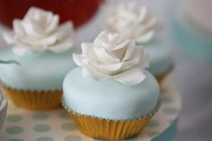 Pretty gold and Tiffany blue cupcakes (Francisca Neves). Love that shade of blue.