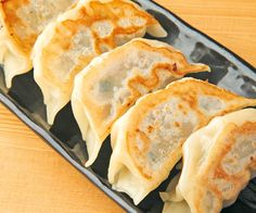 les gyozas, ces raviolis que l'on trouve notamment au Japon Food Porn, Asian Cooking, Creative Food, No Cook Meals, Asian Recipes, Family Meals, Food Inspiration, Love Food, Food And Drink