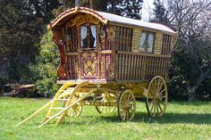 Circa 1902 Original Gypsy Wagon - SOLD Built by William Wright. Owned by the Lees Gypsy Family of Great Britain, and later, the Hearst Family Estate in Seville, Spain. Gypsy Trailer, Gypsy Caravan, Gypsy Wagon, English Builder, Rent Rv, Wagons For Sale, Victorian Gardens, Gypsy Life, Houses