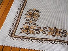 This Pin was discovered by Mih Cross Stitch Boards, Cross Stitch Love, Cross Stitch Flowers, Cross Stitch Designs, Cross Stitch Patterns, Cross Stitching, Cross Stitch Embroidery, Hand Embroidery Design Patterns, Swedish Weaving