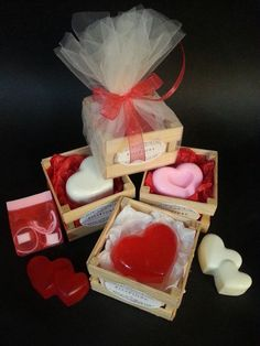 Henna Night Supplies and Henna Accessories Firms san valentin que hacer is the Source Candy Crafts, Chocolate Packaging, Candy Bouquet, Soap Packaging, Craft Bags, Mother's Day Diy, Homemade Beauty Products, Soap Recipes, Home Made Soap