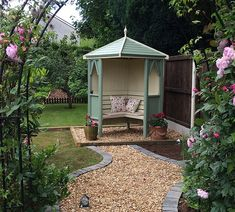 An attractive and extremely durable corner arbour providing your garden with a tranquil seating space.  A genuine heavy duty Corner…