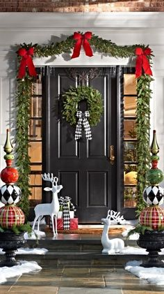 55 Amazing Front Porch Christmas Decorations You'll Love To Recreate – Outdoor Christmas Lights House Decorations Front Door Christmas Decorations, Classic Christmas Decorations, Christmas Porch, Farmhouse Christmas Decor, Noel Christmas, All Things Christmas, Christmas Lights, Christmas Wreaths, Christmas Crafts