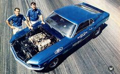 Mickey Thompson and Butch Leal with a 1969 Boss 429 Super Stock Mustang Mustang Fastback, Mustang Cars, Ford Mustangs, Vintage Mustang, Nhra Drag Racing, Ford Torino, Classic Mustang, Shelby Gt, Drag Cars