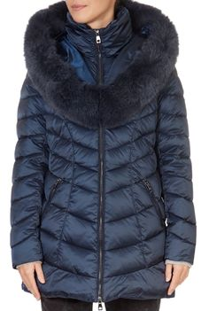 This is the stunning 'Nicole' Navy Puffer Coat from our friends at Intuition! A cosy piece with a central zip fastening, side pockets, and a detachable trim on the hood. This is the perfect piece to carry you into the colder season! Winter Coats Women, Winter Jackets, Puffer Coat With Fur, Nicole S, Green Shorts, Khaki Green, Intuition, Navy, Pockets