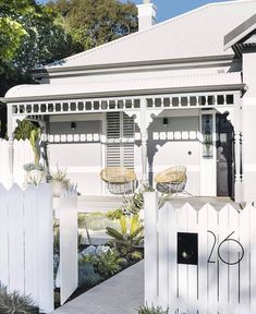 Kerb appeal: 30 ideas for styling your home exterior History lesson Keep your charming period home clear of kitsch territory by adding a modern spin. An oversized street number in on-trend charcoal balances the. Cottage Exterior, Exterior House Colors, Exterior Design, Exterior Paint, Weatherboard House, Queenslander, Edwardian Haus, Front Verandah, Kerb Appeal