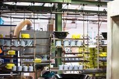 Topf an Topf im Werk von Riess-Emaille   Erdbeerschnecken mit Holunder im Topf gebacken   Das Mundwerk