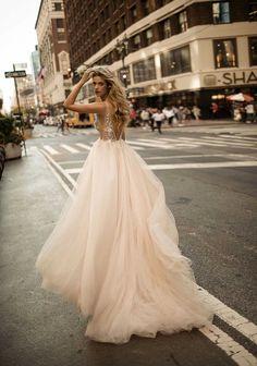Beautiful wedding dresses | itakeyou.co.uk #wedding #weddingdress #weddingdresses #weddinggown #beautifulgown