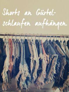 Shorts mit Duschvorhangringen aufhängen