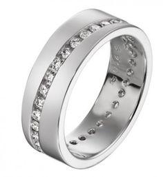 Aalto. Timanttien määrä vaihtelee sormuksen koon mukaan, koko 16,5 timanttien määrä 33×0,015. Oy Tillander Ab. http://www.tillander.fi/