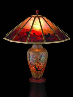 Red Vines Lindsay Art Glass lamp Sue Johnson: mica lamp shade Overall height 22 inches, Width 21 Cristal Art, Custom Lamp Shades, Lampe Decoration, Stained Glass Lamps, Antique Lamps, Antique Lighting, Bedroom Lamps, Glass Table, Lamp Light