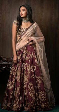 The most unique & gorgeous lehenga dupatta draping styles that'll amp up your entire wedding look. Learn how to drape lehenga dupatta in different styles. Easy and simple ways to drap a lehenga dupatta to look more stylish. Indian Groom Wear, Indian Bridal Wear, Indian Wedding Outfits, Indian Attire, Indian Outfits, Indian Wear, Wedding Dresses, Indian Style, Indian Weddings