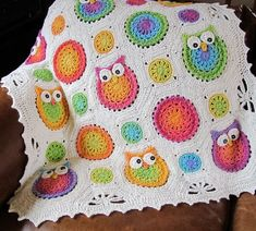 Crochet Owl Afghan Pattern --so cute! (NOT free) It's probably well beyond my crochet skills, but I had to pin it because it was so adorable. If I were to make it I'd pick the exact same colors and everything. Crochet Owls, Crochet Motifs, Crochet Blanket Patterns, Crochet Granny, Baby Blanket Crochet, Crochet Crafts, Free Crochet, Knit Crochet, Crocheting Patterns