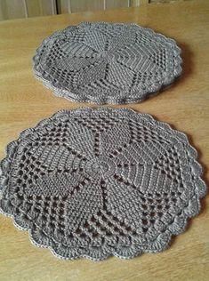 Crochet Rug in Ecru Off White Cotton 33 Crochet Stone, Crochet Round, Hand Crochet, Crochet Lace, Lace Doilies, Crochet Doilies, Crochet Flowers, Crochet Sunflower, Pineapple Crochet