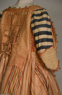 inside of a c1765-1775 sacque-back gown | New York,  dull red linen bodice lining w/ 3 CBties, sleeve linings in ivory & navy wide striped linen homespun