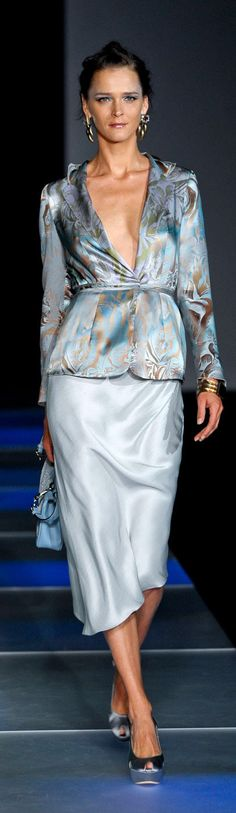 Giorgio Armani Would love to be able to rock this outfit! Blue Fashion, Runway Fashion, Fashion Show, Fashion Design, Giorgio Armani, Emporio Armani, Beautiful Outfits, Cool Outfits, Glamour Moda