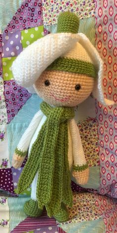 Snowdrop Sia flower doll made by Lucy T - crochet pattern by Zabbez
